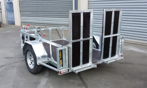scissor-lift trailer folded up rear view