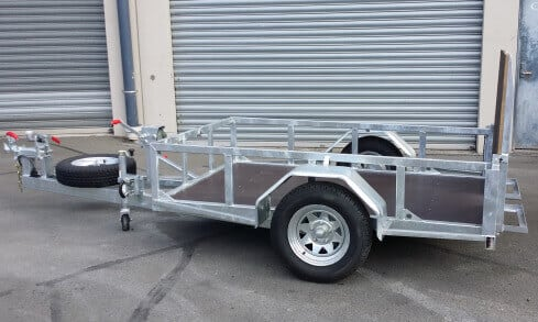 scissor-lift trailer tilting folded up side view