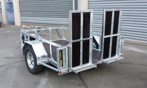 scissor-lift trailer folded up rear view